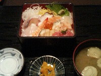 思ったよりも貧弱な海鮮重¥500円